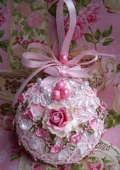 Shabby Sugared Pink Christmas Ornament Venise Lace, Pink Roses and Pearls Shabby Chic Christmas Decorations, Pink Christmas Ornaments, Handmade Christmas, Christmas Diy, Cottage Christmas, Christmas Projects, Christmas Crafts, Shabby Chic Crafts, Diy Weihnachten