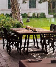 It's monday so let's start our week off with a bit of perfect from genius Christian Liaigre. Unbelievably gorgeous and sumptuous Outdoor Rooms, Outdoor Gardens, Outdoor Living, Outdoor Furniture Sets, Outdoor Decor, Nice Furniture, Coffee House Cafe, Coffee House Decor, Exterior Design