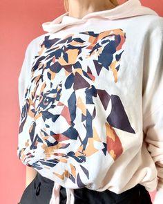 """Anne Buur studio på Instagram: """"Hvordan skal din Martha Hoodie styles? Strammet ind i taljen, boxy eller lige midt imellem? 🤍 👉🏼Swipe og se video for inspiration…"""""""