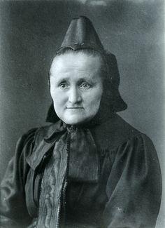 Ältere Frau aus Niederaula in Hersfelder Tracht, um 1900 #Hersfeld