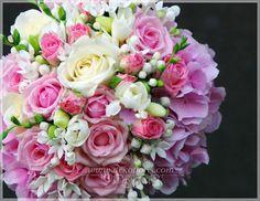 Różowy bukiet ślubny - róże, hortensje i frezje