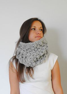 Grey Chunky Knit Cowl is hand knitted with soft mix of alpaca wool and acrylic. Very warm and cozy cowl.    Yarn: 40% Alpaca wool, 60% acrylic.