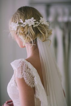 Hairstyles for wedding 42 Wedding Hairstyles With Veil wedding hairstyles with veil curly messy blonde updo with white flower accessorie pahountis photography Flower Crown Veil, Flower Crown Wedding, Flower Crowns, Hair Crown, Wedding Flowers, Floral Crown, Blonde Updo, Blonde Brunette, Veil Hairstyles