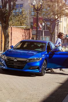 Steal the spotlight in the bold and aerodynamic 2018 Honda Accord. 2018 Honda Accord, Honda Accord Sport, My Dream Car, Dream Cars, Range Rover 2018, Soichiro Honda, Aston Martin Vantage, Honda Cars, Car Goals