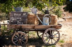 An old-fashioned wagon with the names of the bride and groom on a little wooden sign. This adds a stylish yet quaint feel to wedding décor.