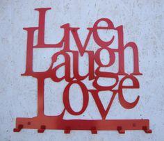 ŻYJ, ŚMIEJ SIĘ I KOCHAJ :)  wieszak na ubrania z pozytywnym przesłaniem:) Polecamy ! http://www.wieszaj.pl/produkt/live-laugh-love-50cm