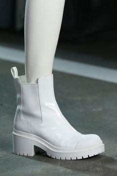 Marc by Marc-Jacobs white boots Dr Shoes, Crazy Shoes, Cute Shoes, Me Too Shoes, Marc Jacobs, Aesthetic Shoes, White Boots, Look Cool, Shoe Collection