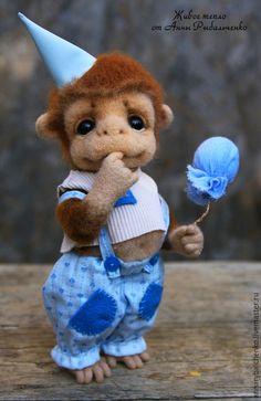 Купить Сенечка - коричневый, синий, голубой, бежевый, обезьянка, обезьянка игрушка, обезьяна, мартышка, шимпанзе