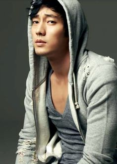 So Ji Sub.... okay and can I just point out that he is wearing kaiser gray hoodie!