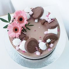 Kati Lehto on May 16 2020 dessert and food Creamy Vegan Pasta, Cheesecake Decoration, Yummy Treats, Yummy Food, Sweet Bakery, Let Them Eat Cake, Yummy Cakes, No Bake Cake, Food Inspiration