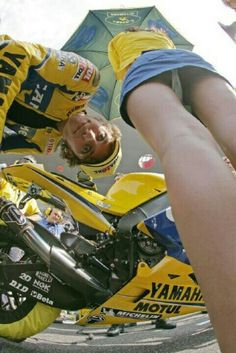 Rossi 'catches' a photographer carefully choosing his angle to shoot the grid girl.