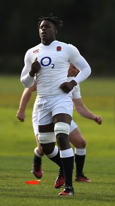 Maro Itoje looks on during the England training session held at Scotch College on June 2016 in Melbourne, Australia. Hot Rugby Players, Rugby Men, Rugby League, My Childhood Memories, Sexy Men, Athlete, England, Sporty, June 16