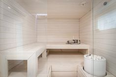 Kaunis vaalea sauna - Etuovi.com Sisustus Feminine Apartment, Sauna Design, Finnish Sauna, Steam Sauna, Sauna Room, Spa Rooms, Bathroom Goals, Workout Rooms, Apartment Interior
