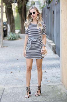 Nati Vozza do Blog de Moda Glam4You arrasou no vestido listrado preto e branco e acessórios boho!!