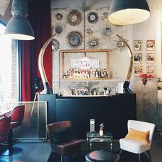 During the Holidays I stayed close to home and discovered some new spots in Rotterdam. Let me take you with me and see what's new and striking in this Dutch city!   New opening: Bar Vicini, an addition to the already popular Italian restaurant...