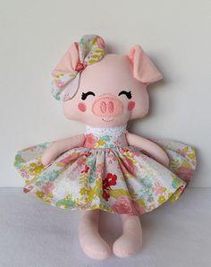Muñeca de trapo hecha a mano muñeca de la tela Piggy listo