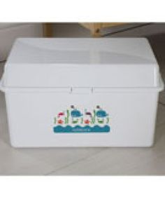 Every parent needs a handy baby box to keep all the essentials for nappy changing in.   This plastic baby box has a large space and internal tray for all babies essentials it can be wiped clean easily and it has a handy carry handle making it easy to transport from room to room or for when visiting relatives.