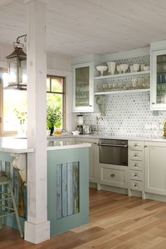 LOVE the reclaimed wood accents! country kitchen lovely cottage kitchen by sarah richardson Style Cottage, Cottage Living, Cottage Farmhouse, Cozy Cottage, Farmhouse Small, Fresh Farmhouse, Coastal Cottage, Cottage Ideas, Modern Farmhouse