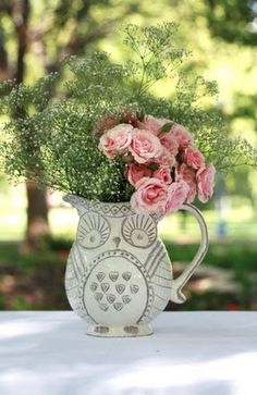 Over Creative Disorder!: All for Baby Piper! Vintage Owl baby shower  Love this decor! So simple yet so chic.