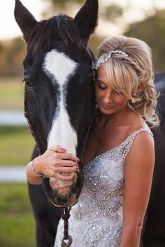 Queensland Brides: Wedding pets! Stunning horse and bride picture