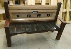 150 Wonderful Pallet Furniture Ideas - Page 5 of 16 - Easy Pallet Ideas Pallet Patio Furniture, Reclaimed Wood Furniture, Pallet Bench, Outdoor Pallet, Pallet Crafts, Diy Pallet Projects, Wooden Projects, Handmade Furniture, Home Furniture