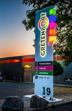 Pylon Signage, Entrance Signage, Wayfinding Signs, Shop Signage, Signage Design, Neon Box, Supermarket Design, Royal Art, Jafar