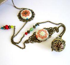 Bola de grossesse ethnique bronze, rouge, vert, bleu turquoise, cadeau femme enceinte, cabochons mandalas : Collier par color-life-bijoux