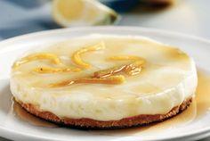 Ονειρεμένο τσιζκέικ με το λεμόνι να πρωταγωνιστεί! Ό,τι πρέπει για να το σερβίρετε με το απογευματινό καφεδάκι στη βεράντα ή στην αυλή.