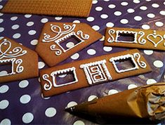 kristyr_pepparkakshus Christmas Goodies, Christmas Holidays, Christmas Decorations, Xmas, Tis The Season, Gingerbread Cookies, Diy And Crafts, Sweets, Lim