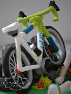 Somni Pastís: Tarta ciclista Bicycle Cake, Bike Cakes, Fondant Cake Tutorial, Fondant Toppers, Mountain Bike Cake, Making Fondant, Chocolate Garnishes, Sport Cakes, Cake Craft