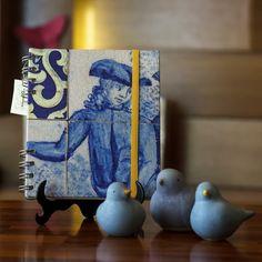 Caderno artesanal e passarinhos de cerâmica