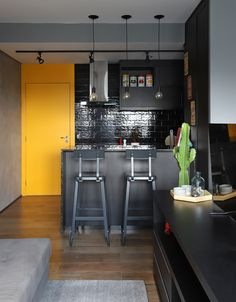 Kitchen Trends 2019 – 30 Best Amazing Kitchen Design Trends And Ideas - Page 17 of 30 - eeasyknitting. Kitchen Chairs, Kitchen Furniture, Kitchen Decor, Painting Kitchen Cabinets, Kitchen Cupboards, American Kitchen Design, Best Kitchen Designs, Old Kitchen, Industrial Style