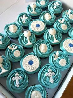 first holy communion cupcakes.