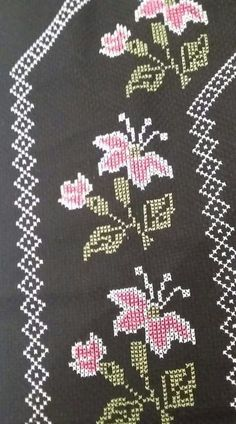 This Pin was discovered by Nur Cross Stitch Borders, Cross Stitch Flowers, Cross Stitch Designs, Cross Stitch Patterns, Hobbies And Crafts, Diy And Crafts, Cross Stitch Embroidery, Hand Embroidery, Celtic Knot