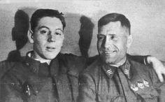 Vassili (gauche) avec un camarade