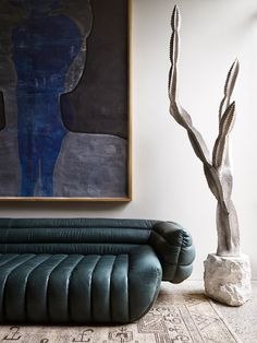 Australian Interior design Awards shortlist has been announced and just saw this stunning project by shortlisted in the… Australian Interior Design, Interior Design Awards, Ficus Lyrata, Fall Color Schemes, Decoracion Vintage Chic, Vintage Sofa, Vintage Doors, Deco Design, Home And Deco