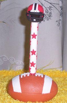 Pluma en balon de futbol americano decorado a mano en porcelana fria