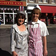 Ratliff and his mum in their costumes for the Muppets movie :) - OMG! I HAVE TO LOOK FOR THEM IN IT! =D