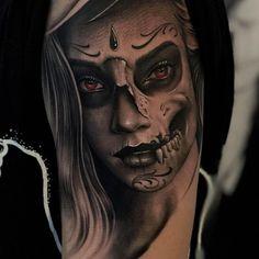 Celebrate Life and Death With These Awesome Day of the Dead Tattoos Tag der Toten Tätowierung © Denis Casella aka Posco Losco 💕✨💕✨💕 Sugar Skull Girl Tattoo, Girl Face Tattoo, Girl Tattoos, Tattoos For Guys, Body Art Tattoos, Hand Tattoos, Sleeve Tattoos, La Catarina Tattoo, La Santa Muerte Tattoo