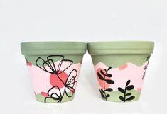 Painted Plant Pots, Terracotta Flower Pots, Ceramic Flower Pots, Painted Flower Pots, Plant Painting, Ceramic Painting, Flower Pot Design, Flower Pot Art, Mini Canvas Art