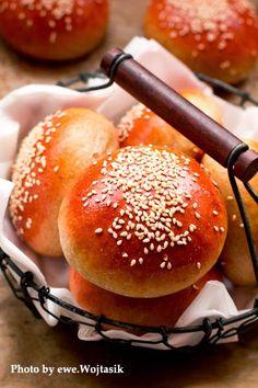 Bułki pszenne z sezamem #MagazynGRYZ #gryz