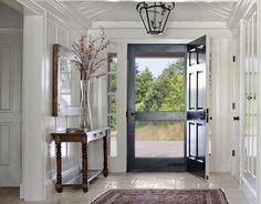 Feng Shui: La entrada a tu casa debe ser siempre una experiencia agradable. Manten el recibidor tan abierto y limpio como sea posible. http://www.originalhouse.info/catalogo/feng-shui/