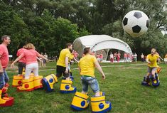 Diy Yard Games, Backyard Games, Fun Outdoor Games, Indoor Games, Soccer Games, Sports Games, Kids Party Games, Games For Kids, Field Day Games