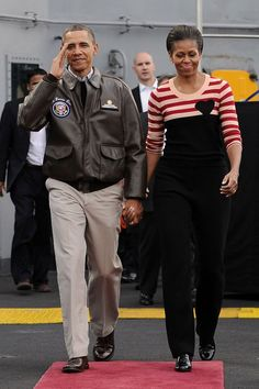 15 Reasons Why Barack Obama Is the Most Stylish President in Recent History Barak And Michelle Obama, Barrack And Michelle, Joe Biden, Black Love, Black Men, Durham, Ourfit, Presidente Obama, Barack Obama Family