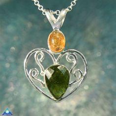Heart-shaped Sunstone & Moldavite Gemstone by ArkadianCollection