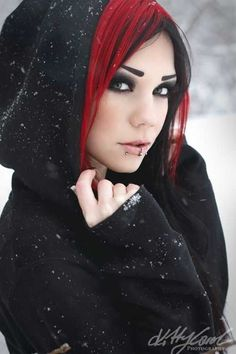 Despite having piercings, this woman looks beautiful. I especially like her black & red hair. Dark Beauty, Goth Beauty, Beauty And Fashion, Gothic Fashion, Steampunk Fashion, Emo Fashion, Pelo Emo, Chica Dark, Suicide Girls