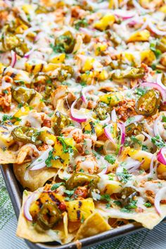 30 Nacho Recipes: BBQ Chicken and Grilled Pineapple Nachos Best Nacho Recipe, Bbq Chicken Nachos, Chicken Pizza, Game Day Snacks, Side Dish Recipes, Easy Recipes, Uk Recipes, Amazing Recipes, Healthy Recipes
