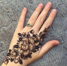 Latest Arabic Mehndi Designs, Mehndi Designs For Kids, Modern Mehndi Designs, Mehndi Design Photos, Beautiful Henna Designs, Bridal Mehndi Designs, Beautiful Mehndi, Henna Flower Designs, Henna Designs Feet