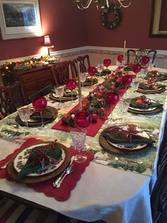 Excellent Christmas Table Decorating Ideas that makes Dining an Incredibly Special Experience - Ethinify Christmas Tea, Christmas Candles, Victorian Christmas, Rustic Christmas, All Things Christmas, Christmas Holidays, Christmas Crafts, Scandinavian Christmas, Xmas