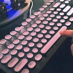 Tech Discover Finger dancing on the typewriter Inspired keyboard be like Study Room Decor Room Setup High Tech Gadgets Cool Gadgets Retro Typewriter Pc Gaming Setup Computer Set Kawaii Room Gamer Room Gaming Room Setup, Pc Setup, Gamer Setup, Cool Gaming Setups, Best Gaming Setup, Objet Wtf, Retro Typewriter, Video Vintage, Led Stripes